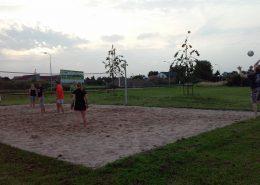 Met een wisselende groep Thiela-spelers wordt voor de lol en natuurlijk om fit te blijven beachvolleybal gespeeld.