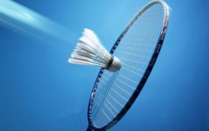 Start badmintonseizoen met racket en shuttle